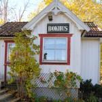 Bokhuset är kvar i Torpa. Här säljs begagnade böcker för en billig peng.